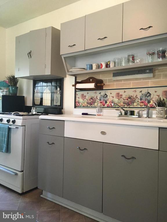 Country Kitchen Sink - 1614 CAROLINE ST, FREDERICKSBURG