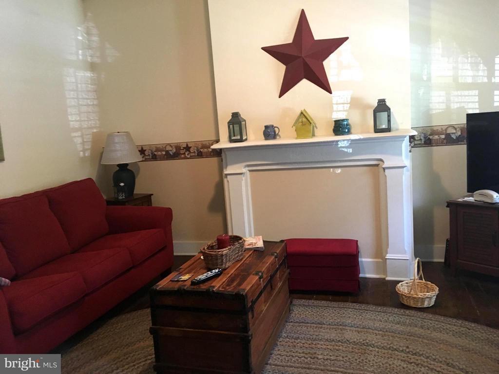 Living Room - 1614 CAROLINE ST, FREDERICKSBURG