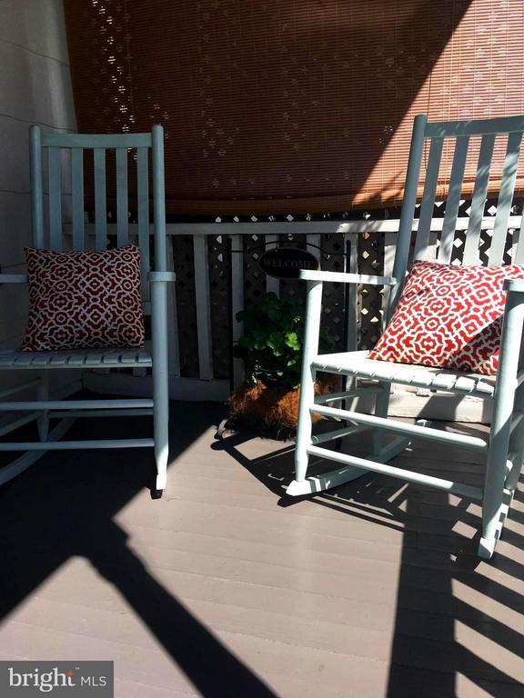 Bring Your Rocking Chairs - 1614 CAROLINE ST, FREDERICKSBURG