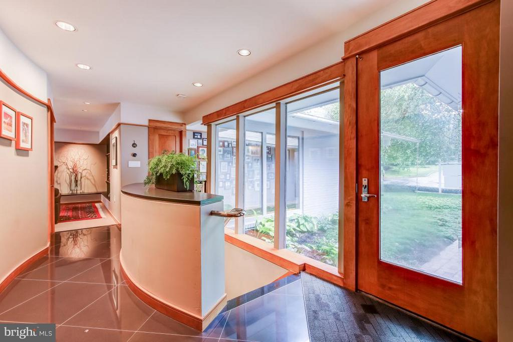 Windows provide light throughout - 1706 PUTTER LN, RESTON