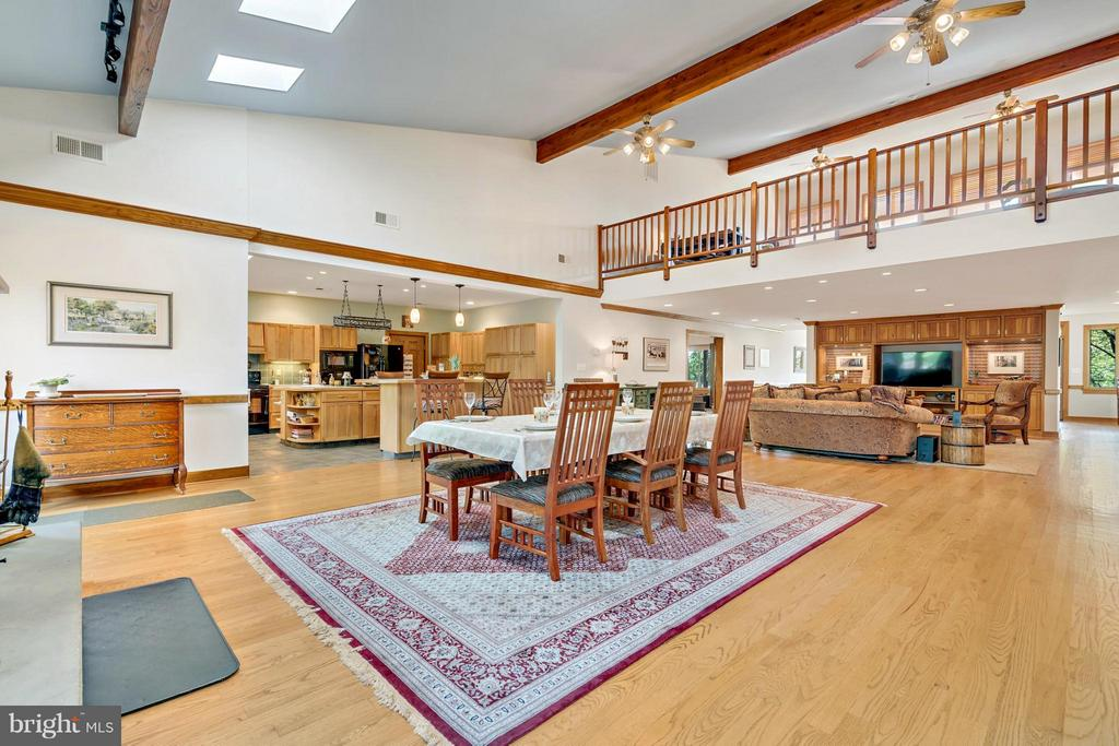 Great room showing loft - 38581 DAYMONT LN, WATERFORD
