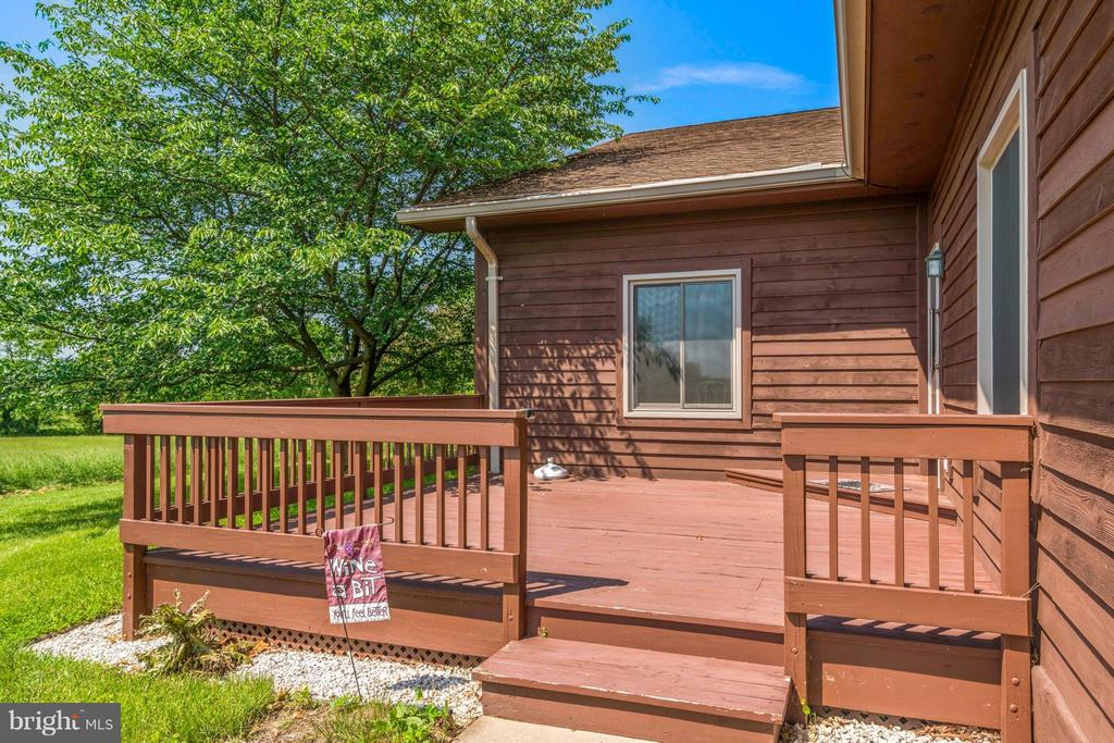 Second private side deck of East wing kitchen - 38581 DAYMONT LN, WATERFORD