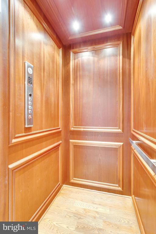 Elevator - 13200 SPRINGDALE ESTATES RD, CLIFTON