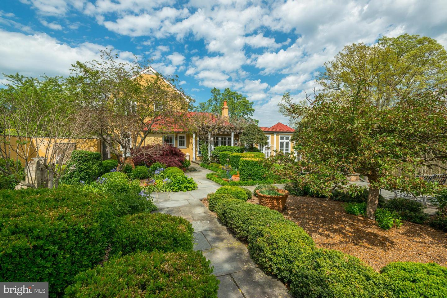 Single Family for Sale at 6071 Rock Hill Mill Rd The Plains, Virginia 20198 United States