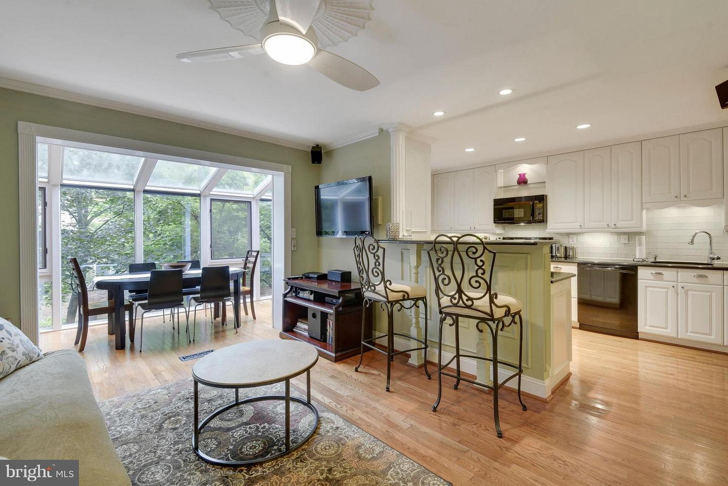 Single Family for Sale at 6916 Mclean Park Manor Ct McLean, Virginia 22101 United States