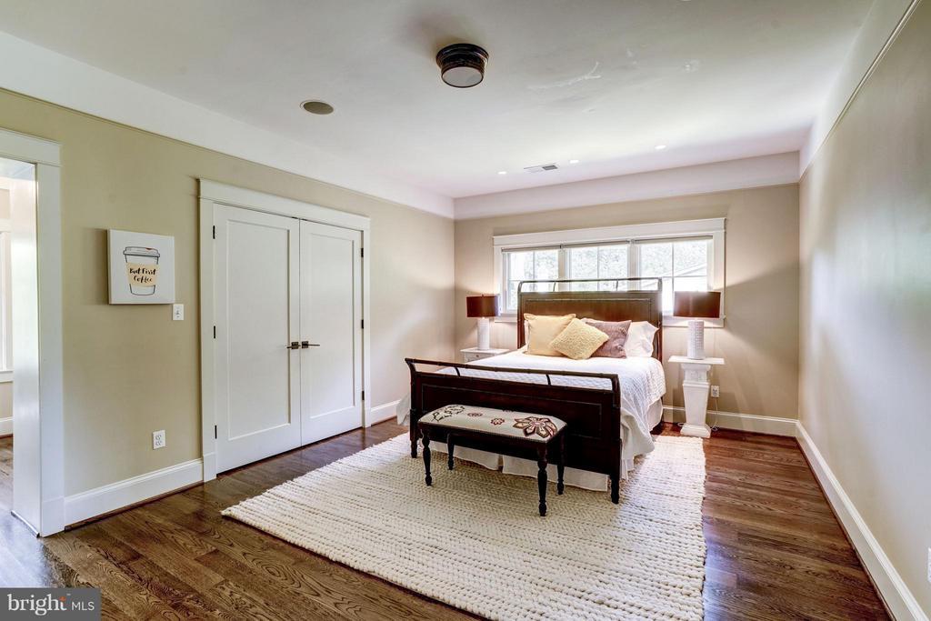 Bedroom #3 - 412 CHAIN BRIDGE RD, MCLEAN