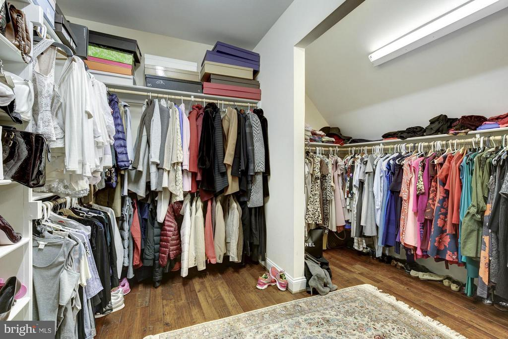 Master Walk-in Closet - 7629 BURFORD DR, MCLEAN