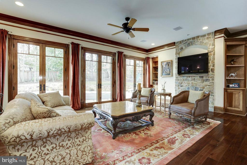 Family Room - 7629 BURFORD DR, MCLEAN