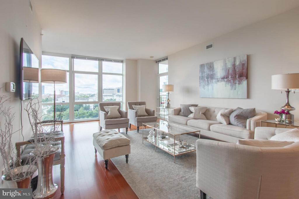 Living Room - 8220 CRESTWOOD HEIGHTS DR #1209, MCLEAN
