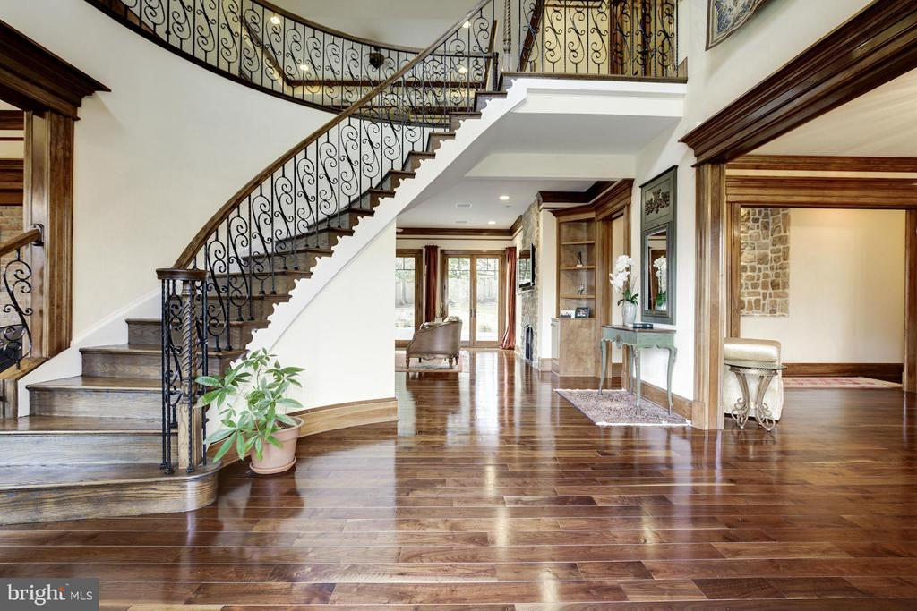 Two Story Foyer - 7629 BURFORD DR, MCLEAN