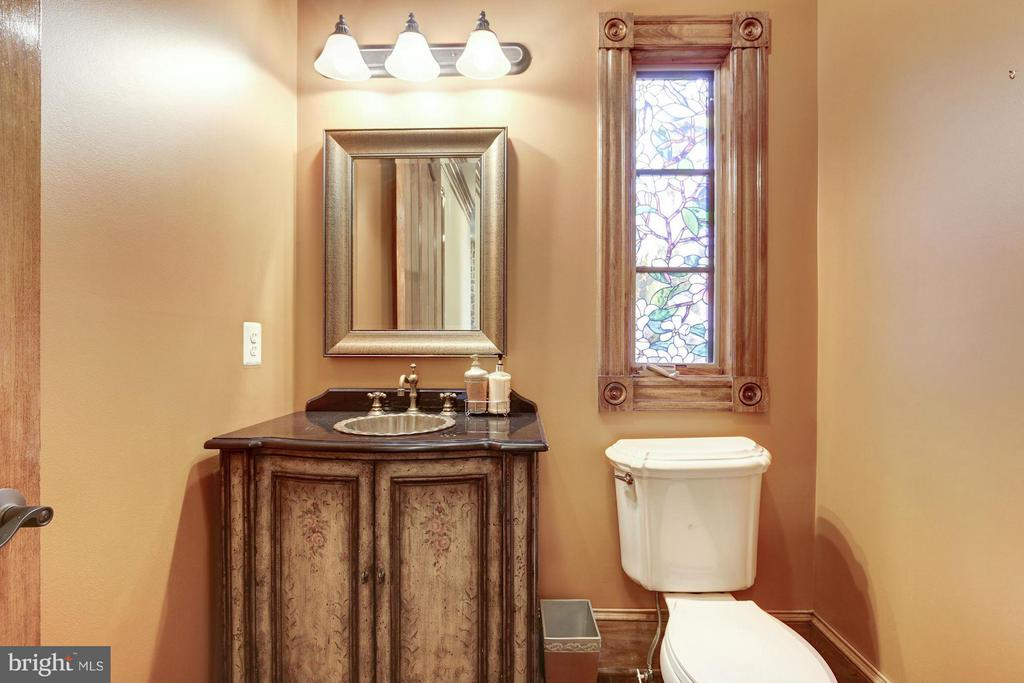 Powder Room - 7629 BURFORD DR, MCLEAN