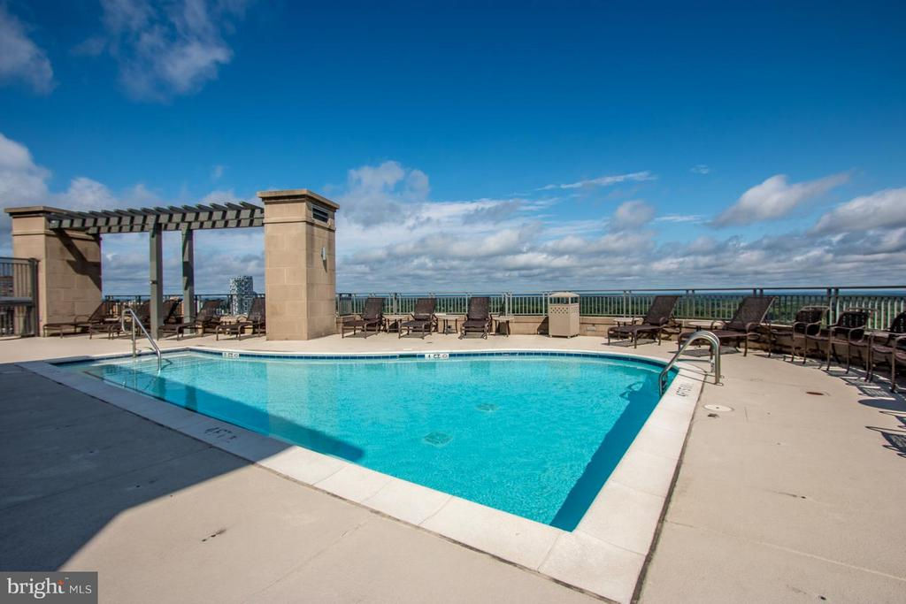 Toproof swimming pool - 8220 CRESTWOOD HEIGHTS DR #1209, MCLEAN
