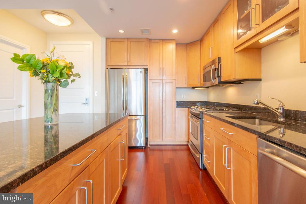 Kitchen - 8220 CRESTWOOD HEIGHTS DR #1209, MCLEAN
