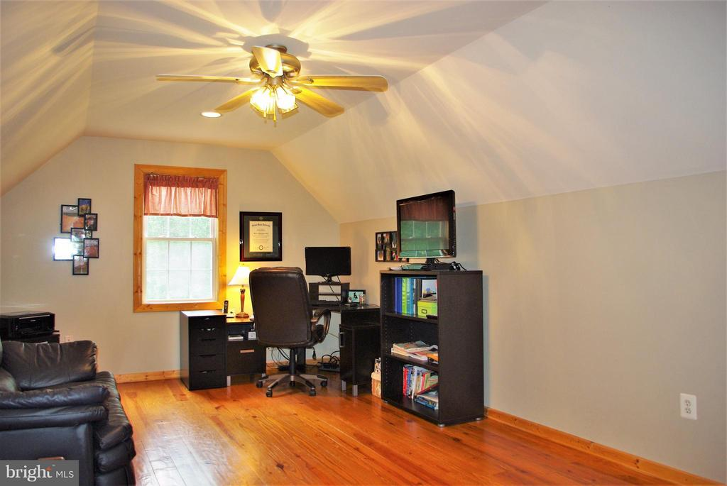 Upper Level Office - 41 OLD BROWNTOWN LN, HUNTLY