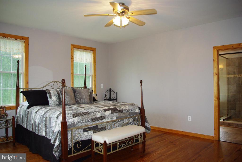 Main Floor Master Bedroom Suite - 41 OLD BROWNTOWN LN, HUNTLY