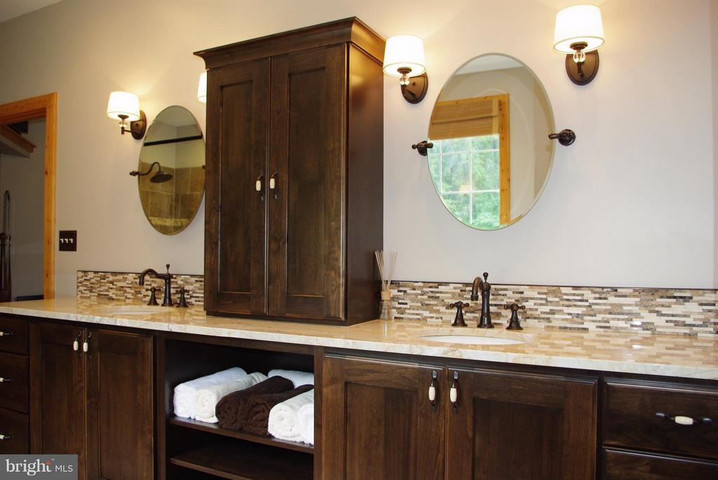 Master Bath Glass-Walled Shower - 41 OLD BROWNTOWN LN, HUNTLY