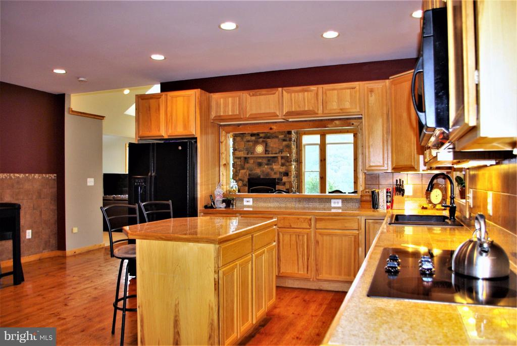 Kitchen Towards Great Room - 41 OLD BROWNTOWN LN, HUNTLY