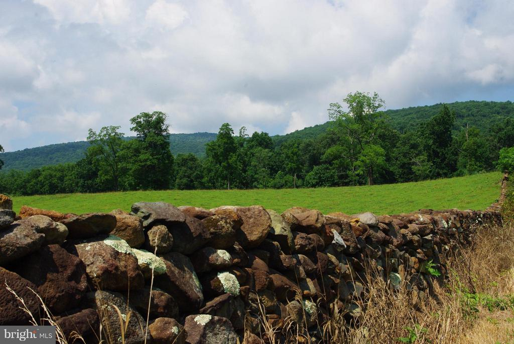 Old Stone Walls - 41 OLD BROWNTOWN LN, HUNTLY