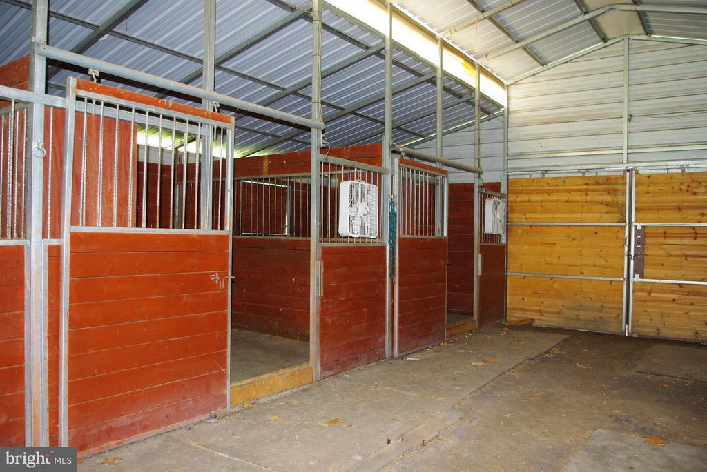 Move-In Ready for Your Horses - 41 OLD BROWNTOWN LN, HUNTLY