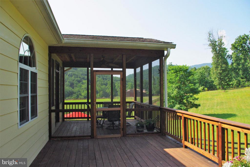 The Screened Porch and Deck - 41 OLD BROWNTOWN LN, HUNTLY