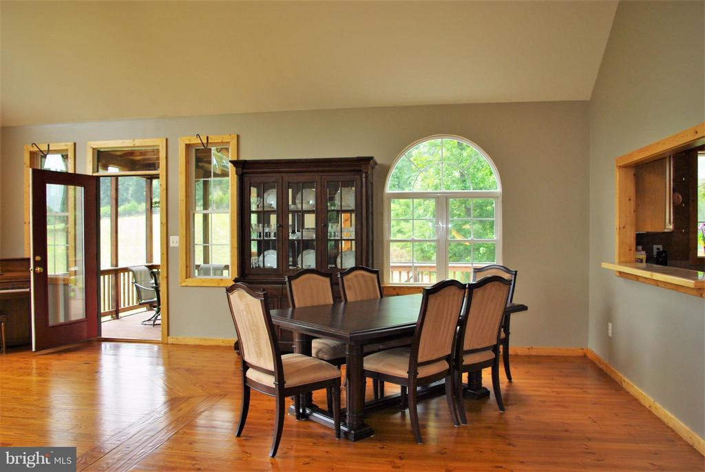 Great Room Dining Area - 41 OLD BROWNTOWN LN, HUNTLY