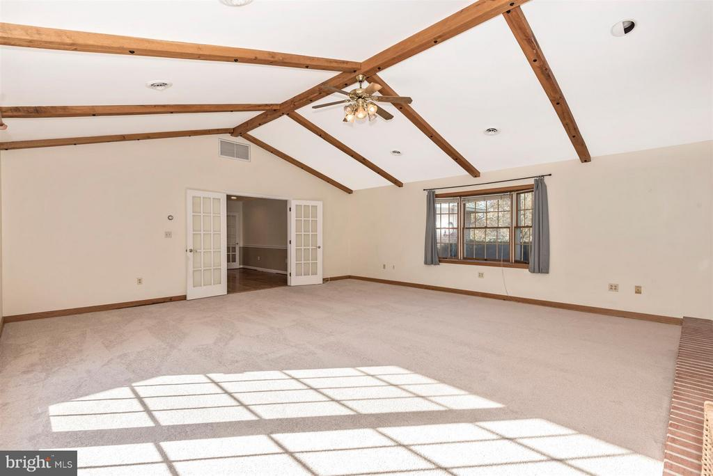 Family Room-Vaulted ceilings - 12492 HOWARD LODGE DR, SYKESVILLE
