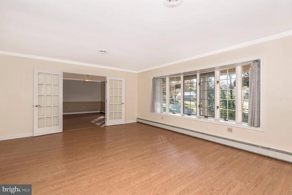 Living Room - 12492 HOWARD LODGE DR, SYKESVILLE