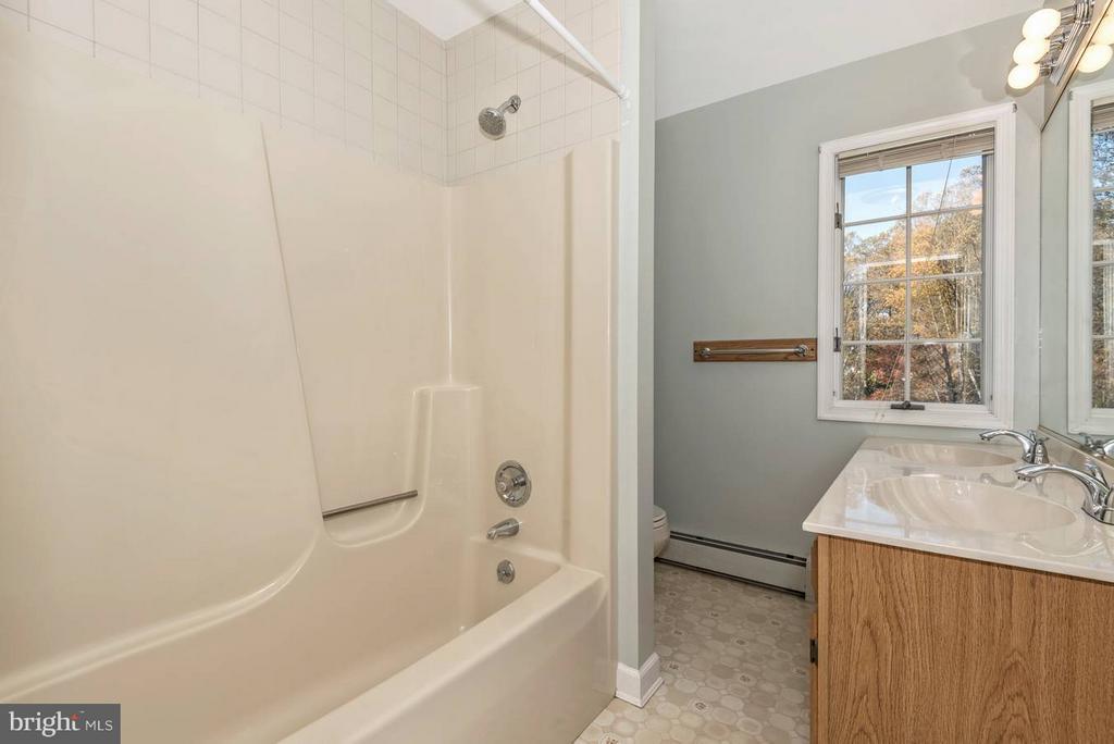 Main level full bathroom - 12492 HOWARD LODGE DR, SYKESVILLE