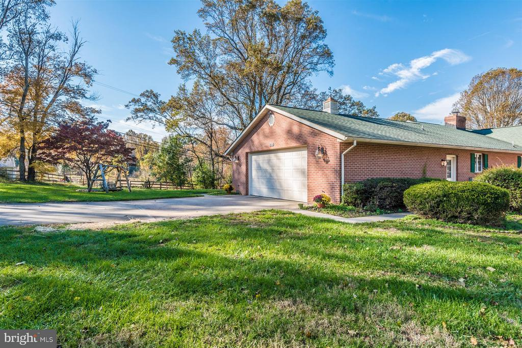 Garage/Driveway - 12492 HOWARD LODGE DR, SYKESVILLE