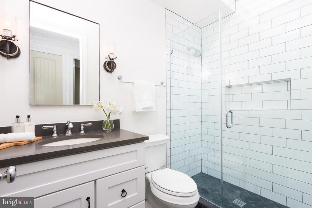 Bath - 2341 ASHMEAD PL NW #2, WASHINGTON