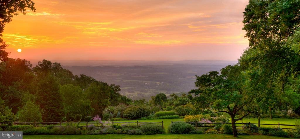 THE BEST VIEW IN LOUDOUN COUNTY! - 18490 BLUERIDGE MOUNTAIN RD, BLUEMONT
