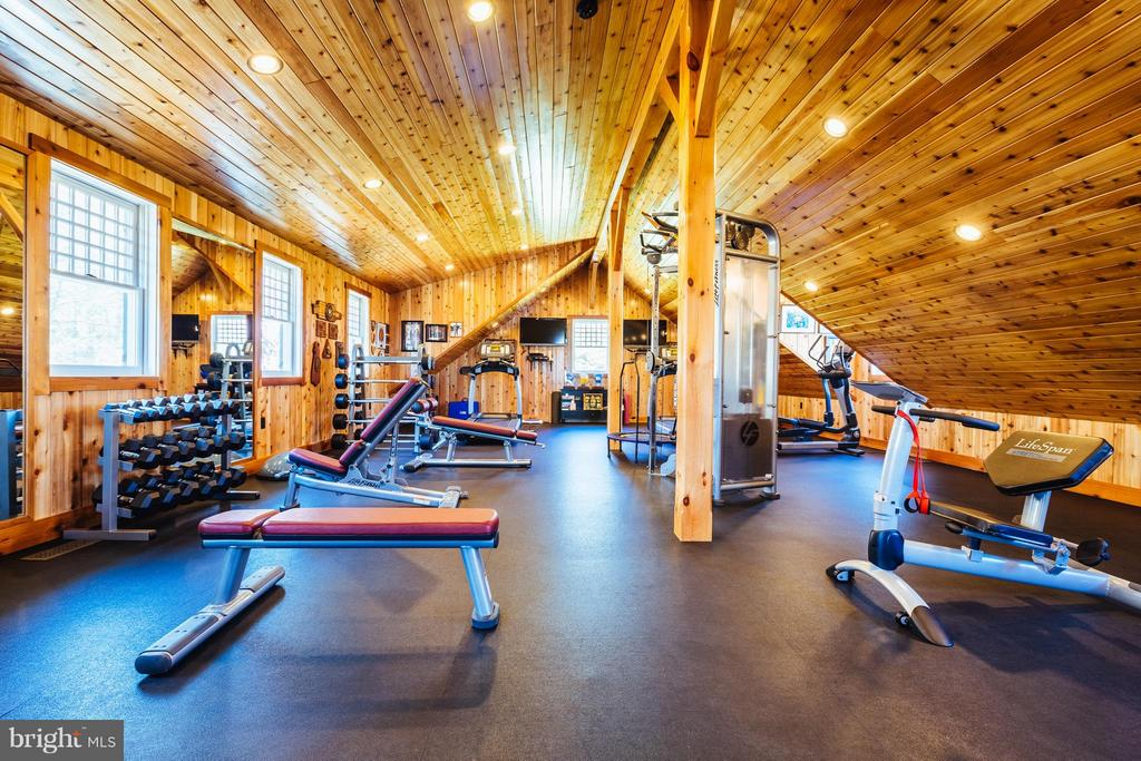 Fully equipped workout room above 3 car garage. - 18490 BLUERIDGE MOUNTAIN RD, BLUEMONT