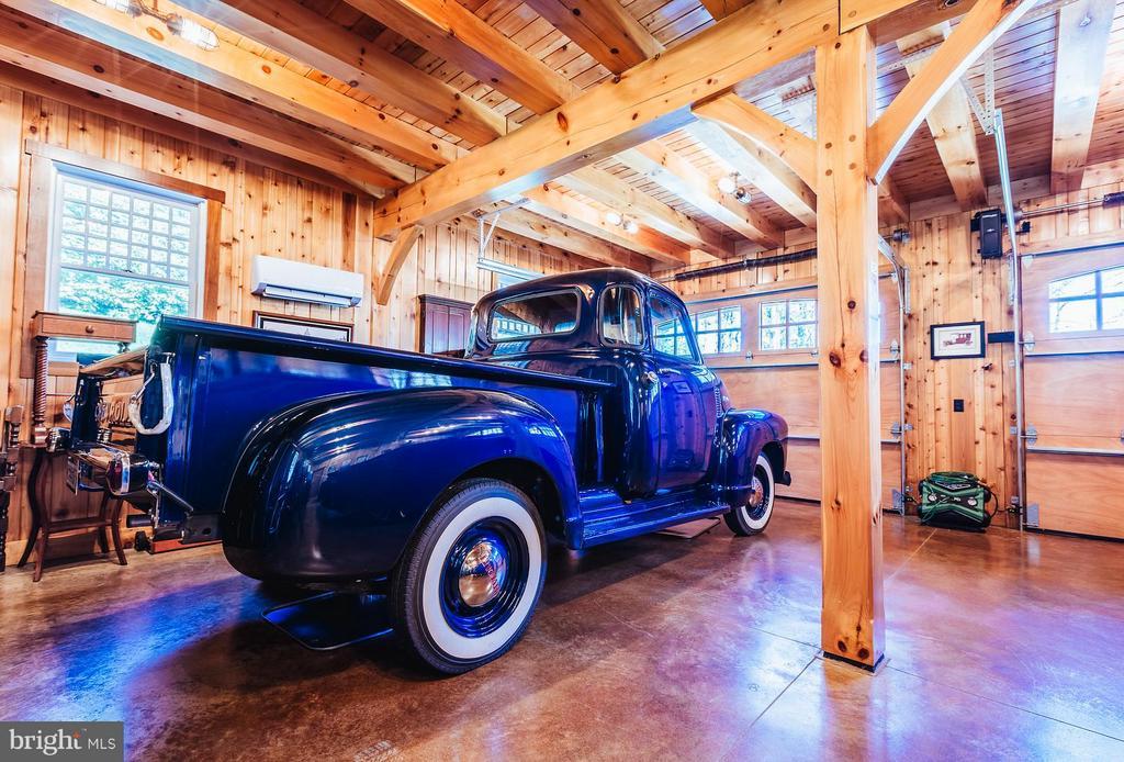 Beautiful wood construction fills the 3 car garage - 18490 BLUERIDGE MOUNTAIN RD, BLUEMONT