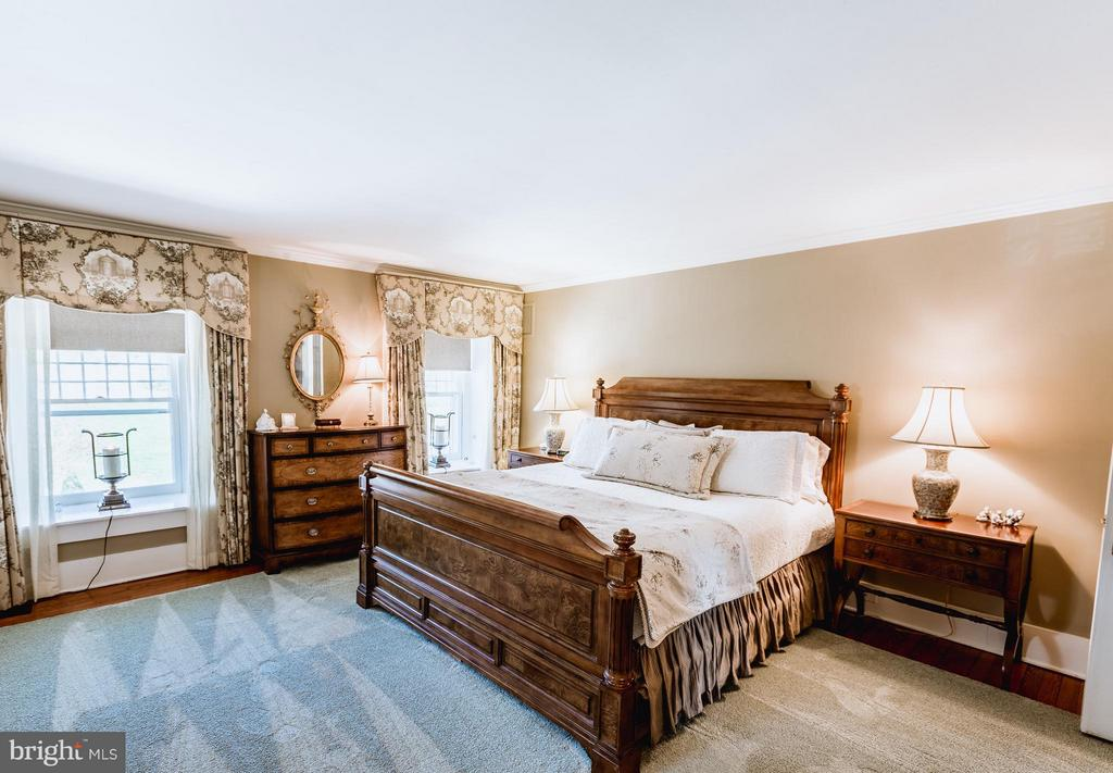 Generously sized bedrooms. - 18490 BLUERIDGE MOUNTAIN RD, BLUEMONT