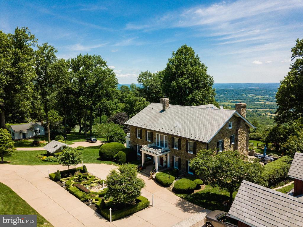 Elegantly restored in 2008, one of a kind property - 18490 BLUERIDGE MOUNTAIN RD, BLUEMONT