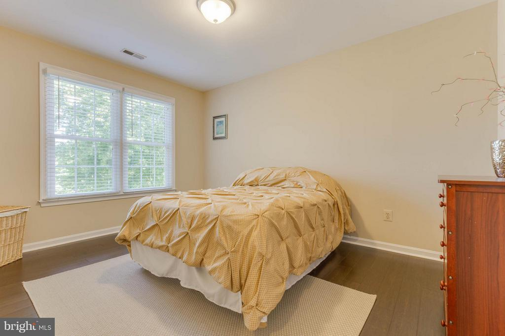 New floors throughout upper level too! - 8808 TELEGRAPH CROSSING CT, LORTON