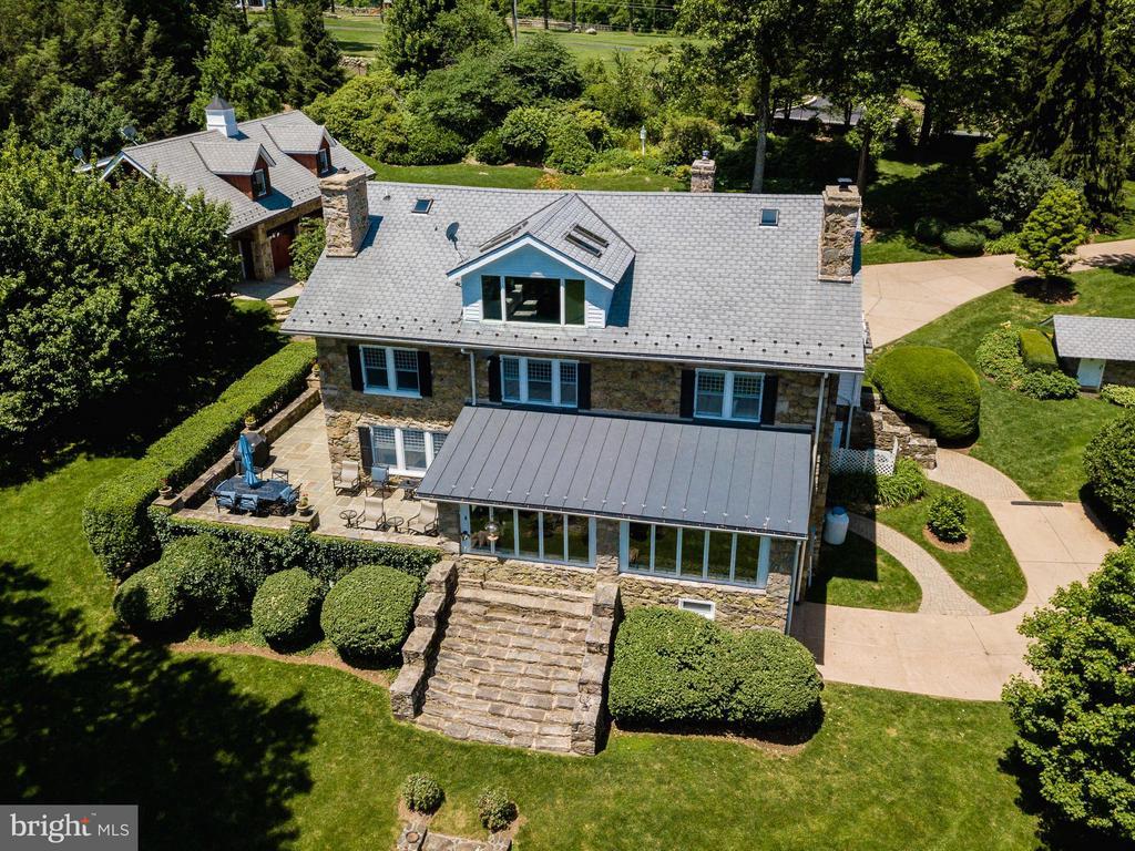 Flagstone patio surround home - 18490 BLUERIDGE MOUNTAIN RD, BLUEMONT