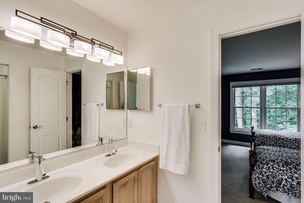 Bath - 12118 WALNUT BRANCH RD, RESTON