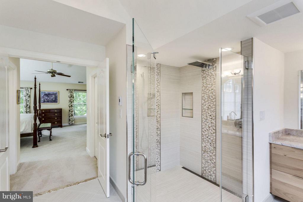 Bath (Master) - 12118 WALNUT BRANCH RD, RESTON
