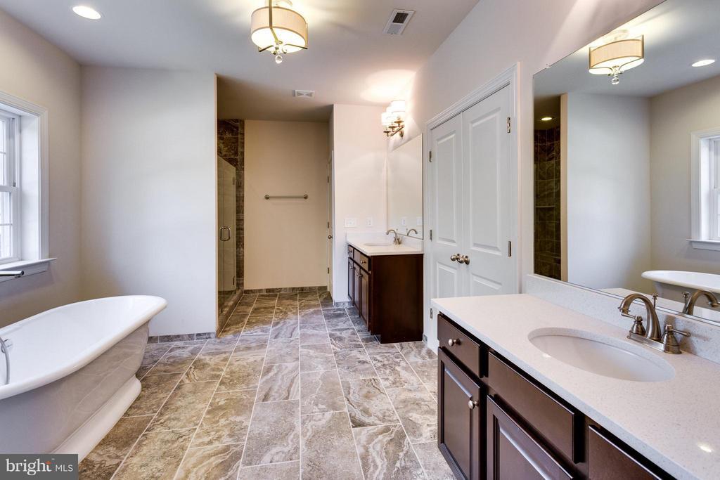 Bath (Master) - 7900 KENT RD, ALEXANDRIA