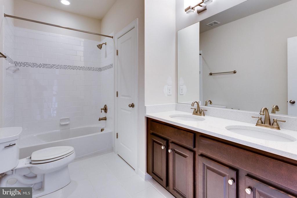 Bath - 7900 KENT RD, ALEXANDRIA