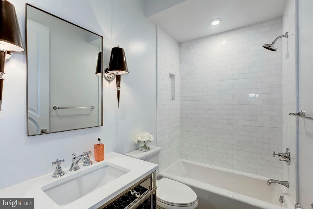 Lower Level - Full Bath - 1309 R ST NW #1, WASHINGTON