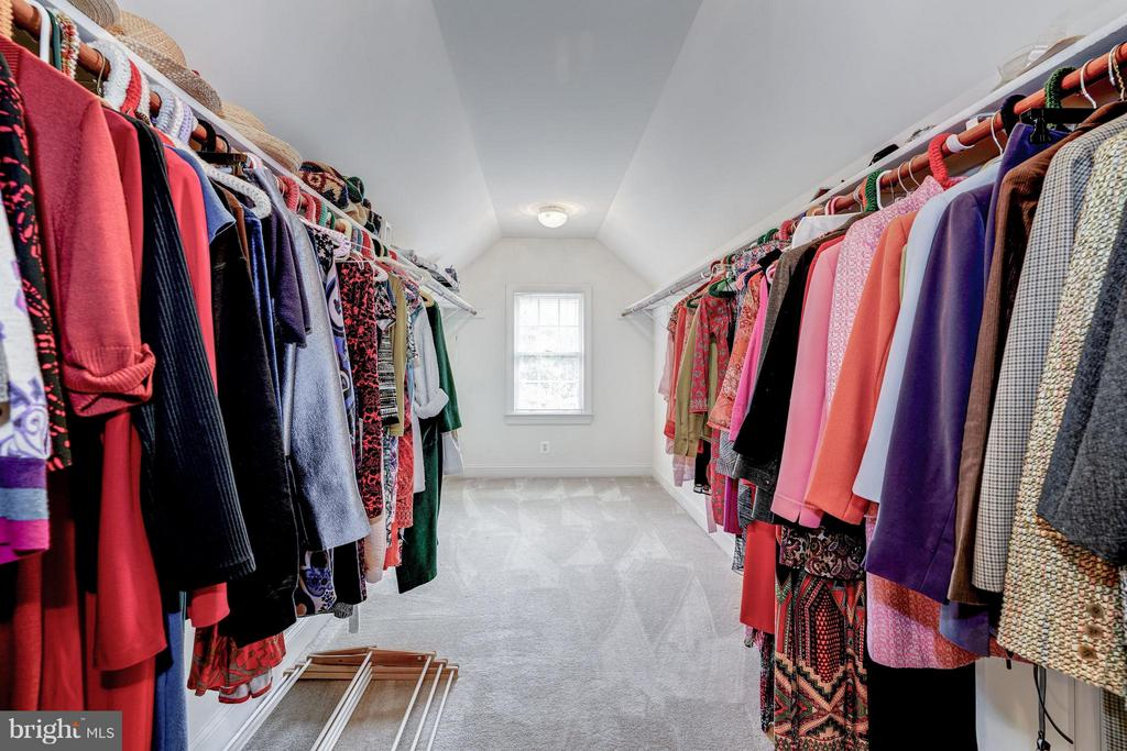 Master Bedroom Huge Closet - 5874 IRON STONE CT, CENTREVILLE