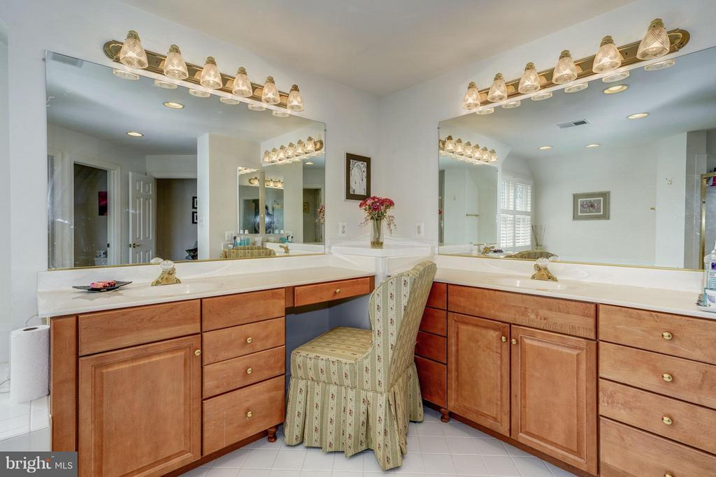 Master Bath With separate shower and separate tub - 5874 IRON STONE CT, CENTREVILLE