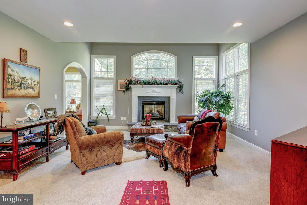 Great Room w/gas fireplace - 5874 IRON STONE CT, CENTREVILLE