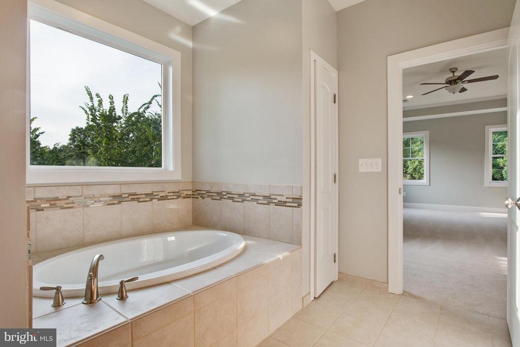 Bath (Master) - 2306 59TH PL, CHEVERLY