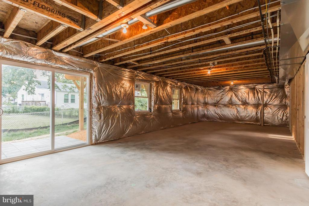 Walk Out Basement - 2306 59TH PL, CHEVERLY