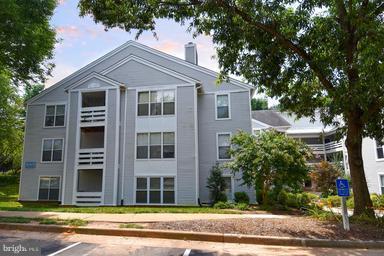 Single Family for Sale at 10303 Appalachian Cir #9-101 Oakton, Virginia 22124 United States
