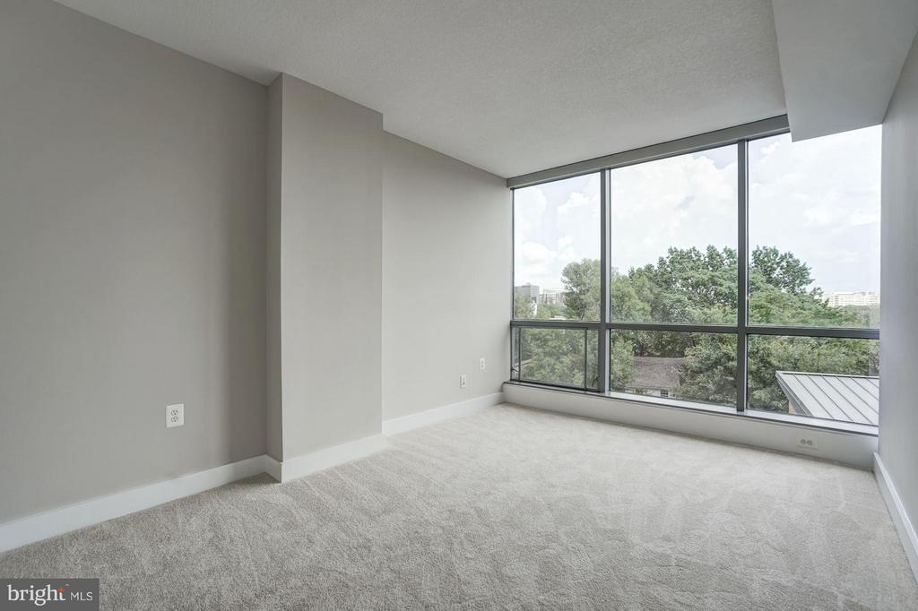 Main Master Bedroom with Floor To Ceiling Windows - 2001 15TH ST N #309, ARLINGTON