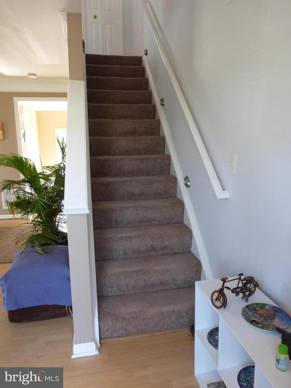 Stairs to Upper Level - 333 BRIDLE CREST SQ NE, LEESBURG